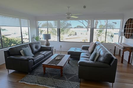 Bobbie's Beach House-the epitome of beachside life - Narrawallee - Haus