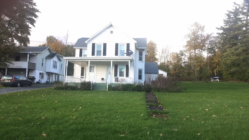 Quiet Country Stay, Close to Albany & Berkshires
