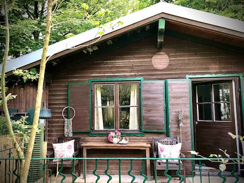 Romantická chata u potoka