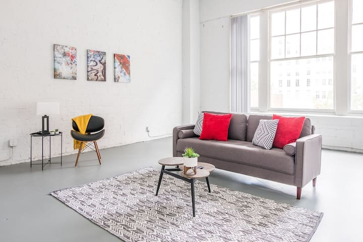 Huge 2br in Loft District | Walk to Convention Ctr