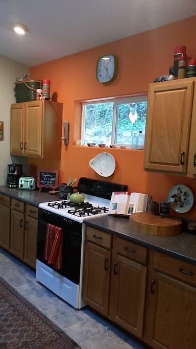 Spacious well equipped kitchen. Perfect for food and friendship making.