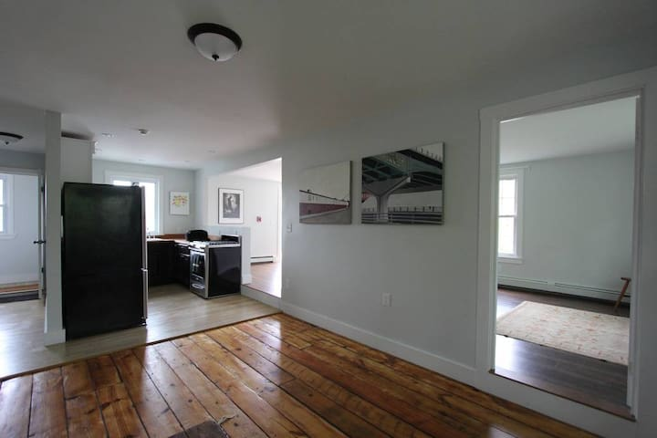 Newly Renovated, Spacious 2 Bedroom with Roof Deck