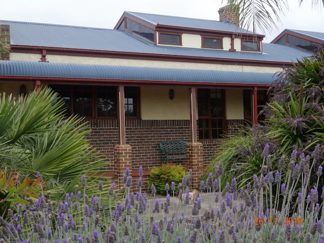 Comfortable Greendale House includes Breakfast - Indented Head - Szoba reggelivel