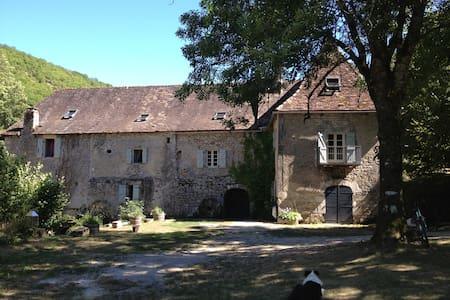 Idyllic mill-house near Rocamadour - Calès, Lot - Pousada