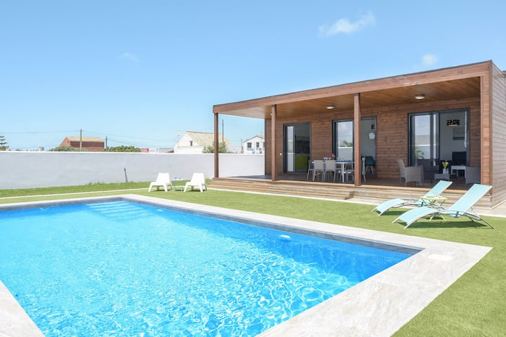 Modern Holiday Home ''Casa Toria'' with Private Pool, Air Conditioning, Wi-Fi & Terrace; Parking Available