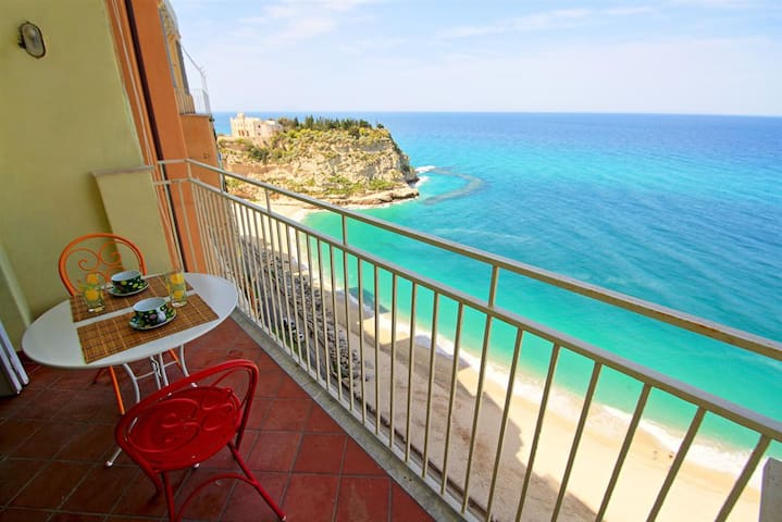 Sea View Balcony into the Cliffs - Tropea - Apartment