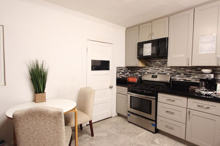 Budget Stay in Mid City near Koreatown