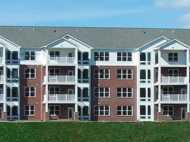 20 MIN FROM DOWNTOWN - HOME AWAY FROM HOME - Pittsburgh - Apartment