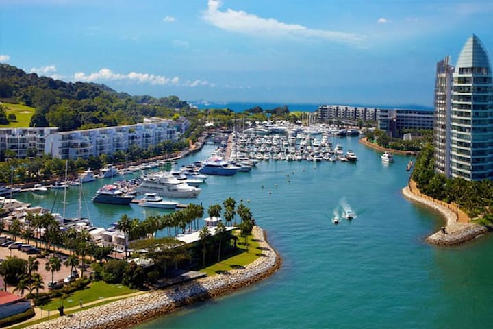 Luxury SENTOSA Condo within a Marina!