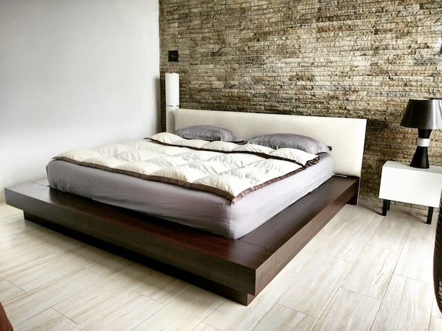 Master bed Extra king size bed  200*200