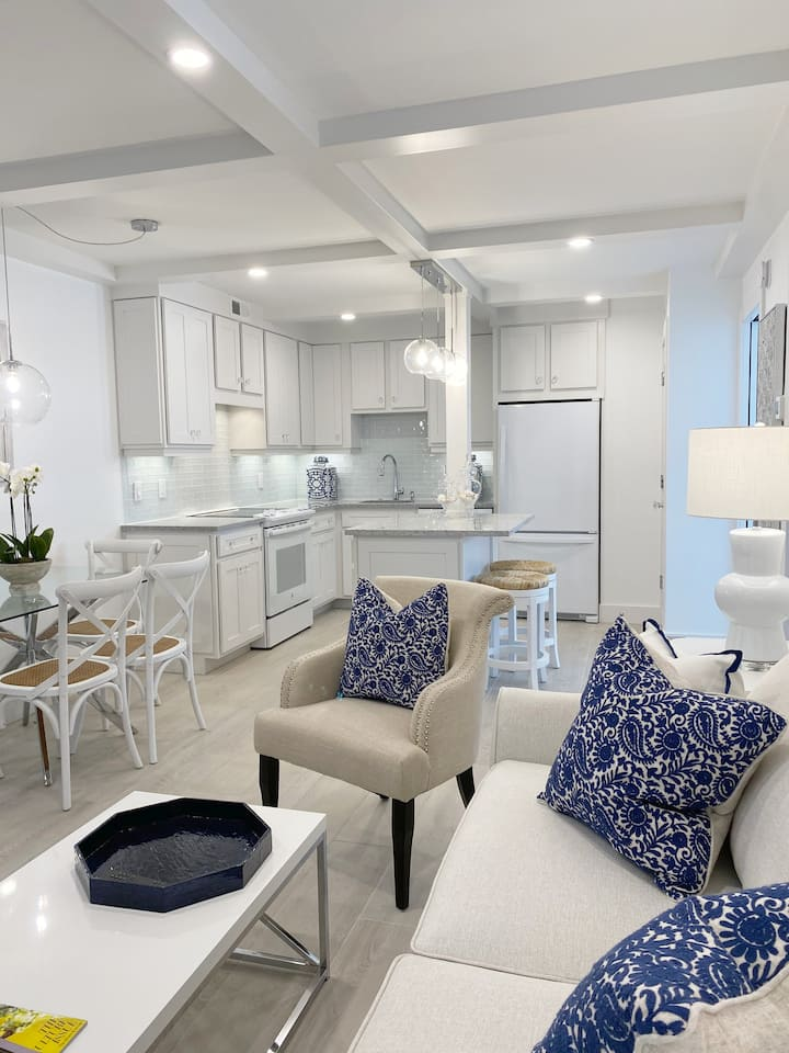 NEW! 2 Bedroom condo. Steps to beach/downtown..