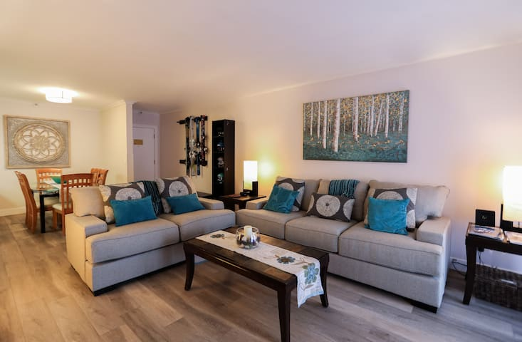 Living Room - Comfortable seating for 6