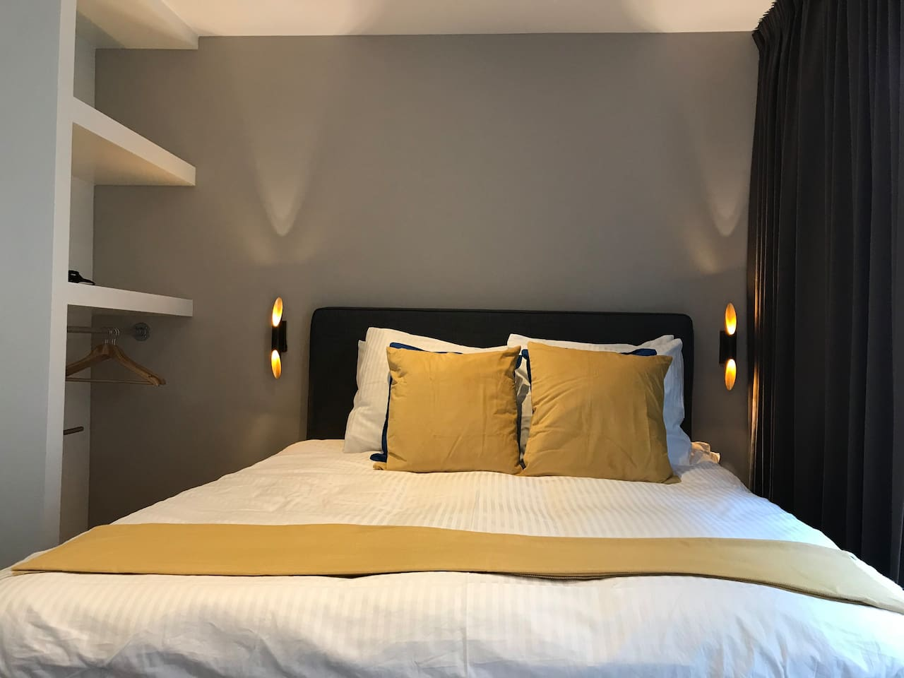 The Milkmaid room is a comfortable private room with Queen-size bed & ensuite bathroom in the city centre of Amsterdam