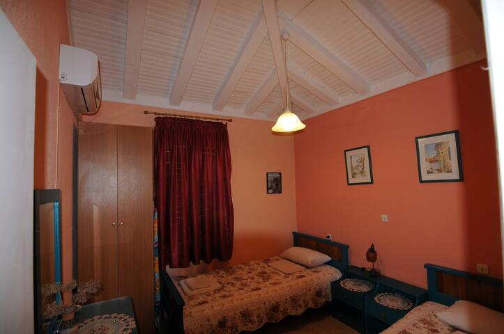 Two Single Beds Room in House with Beach - Sporades - Villa