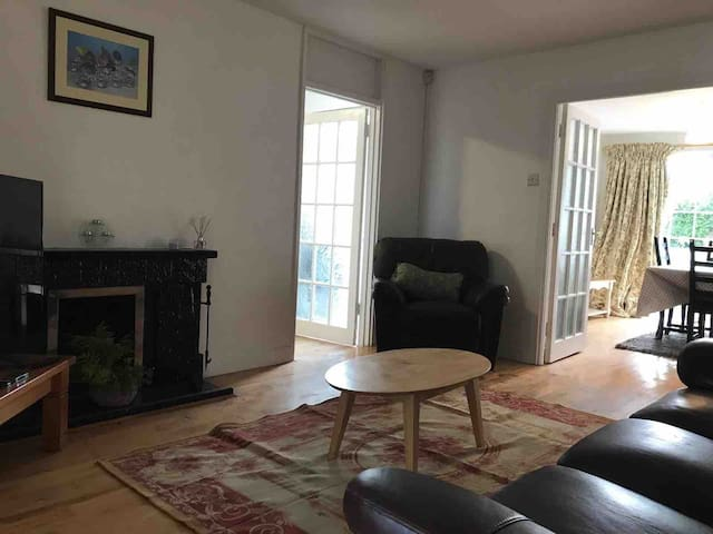 3 bedroom house in Churchtown Co. Dublin