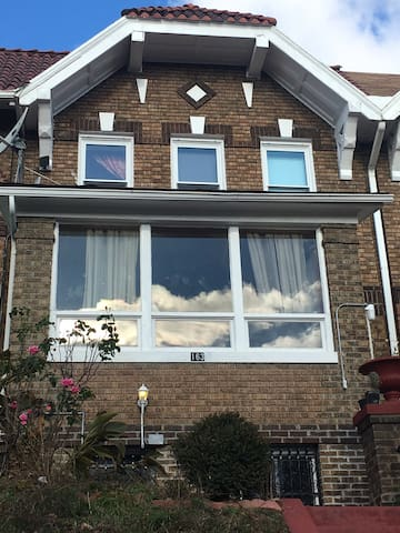Cozy, clean very private,Tv room,private bathroom. - Brooklyn  - 一軒家