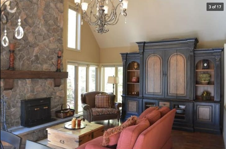 Beautiful Vermont Ski In/Ski Out Mountain Home - Dover - Townhouse