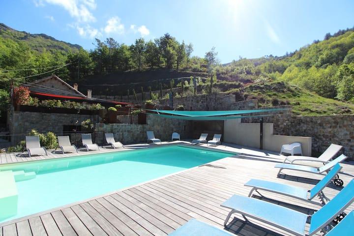 Stone villa in the heart of Ardèche + private pool