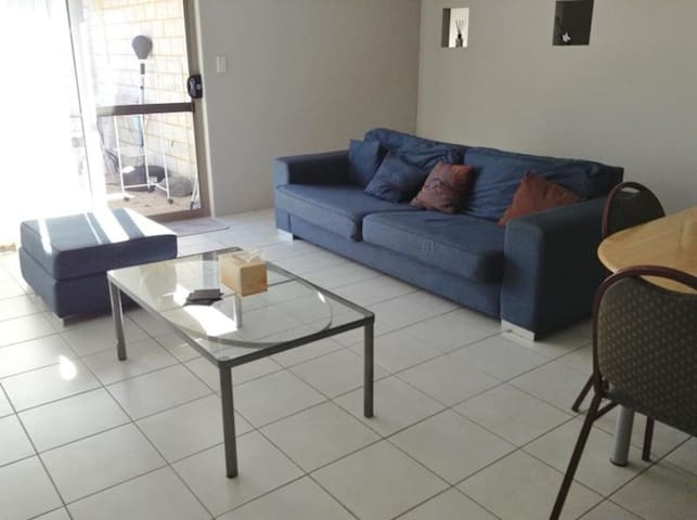 2 single rooms available near Curtin uni