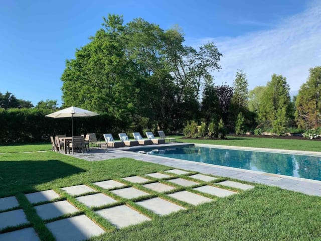 New Southampton Village home/Pool Fall available