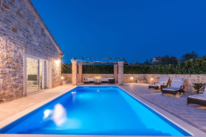Modern Villa in Sukošan with Private Swimming Pool