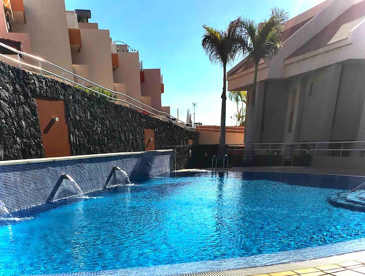 sea view villa, sunny terraces, pool, garage, wifi
