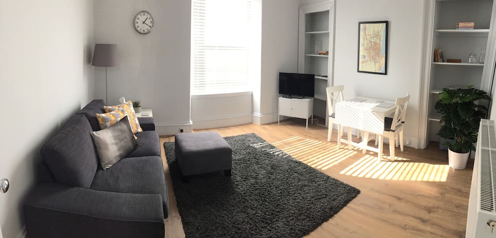 Stunning Central Apartment w/ Free Parking & WiFi