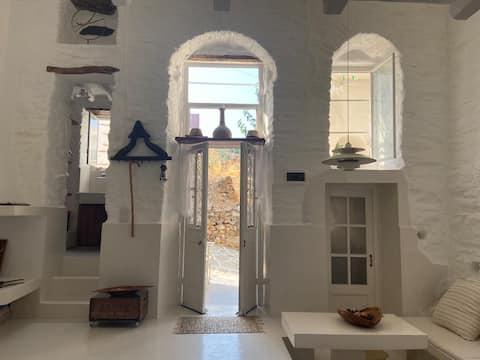 Award winning Melinas Cottage, Lefkes, Paros
