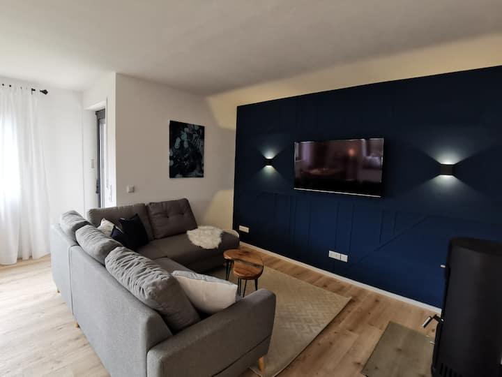 Moderne Ferienwohnung mit Designbad und Terrasse