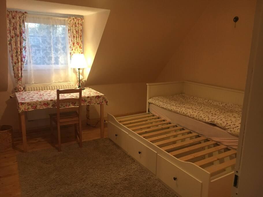 Gästezimmer mit ausziehbarem Doppelbett