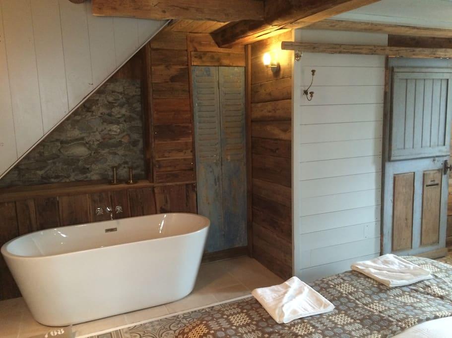 baignoire ilot (chambre 1)