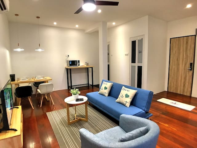 2-Bedrooms Gurney Studio Suites 5-7 Pax (iBook7)