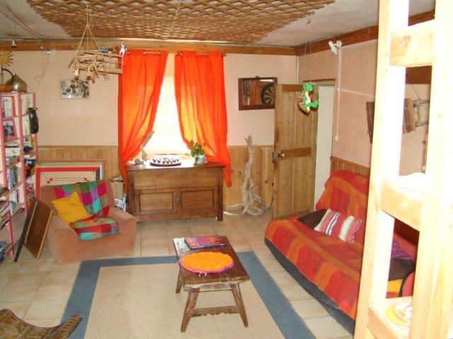 chambre dans maison tranquille avec jardin