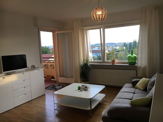 Sunny penthouse, airport & trade by bus in 6 min.
