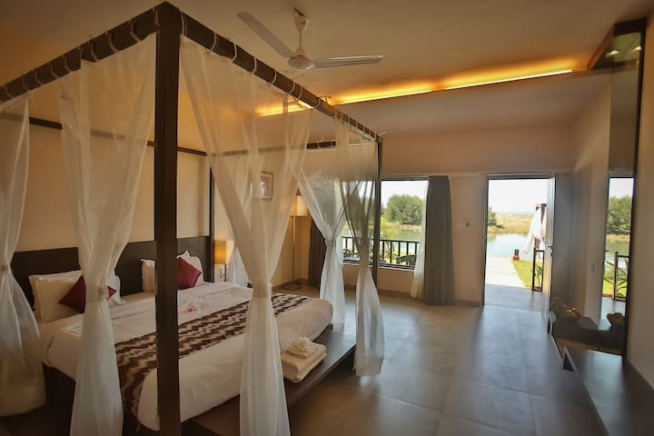 Seaview Luxury Premium suite @ Ashvem-Mandrem - Goa - Bed & Breakfast