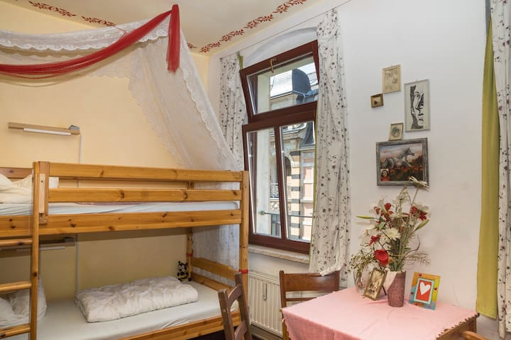 6-bed dormitory female only