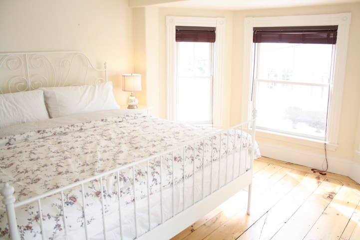 Spacious Victorian/Tempurpedic Beds/Walk Downtown - Newburyport - Rumah bandar