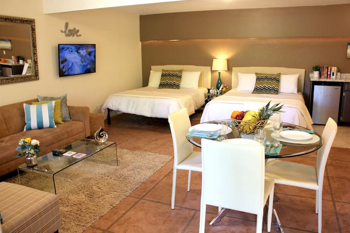 Relax in Style★Spacious 2 Queen Suite, Near Trails