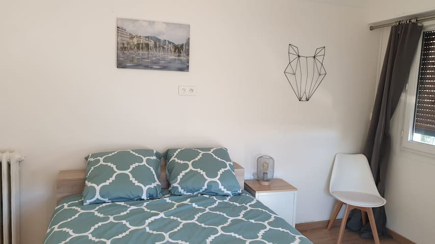 """Bedroom Near Nice Airport """"Chambre 3"""""""