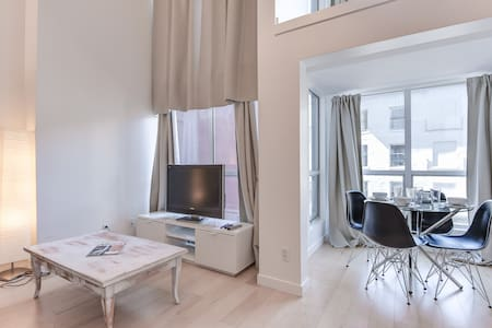 1 BR LOFT / YALETOWN/  PARKING