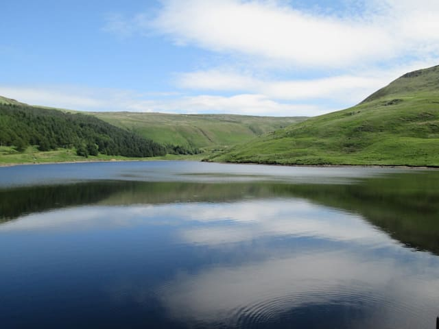 Dovestones reservoir is a 5-minute drive away from the cottage