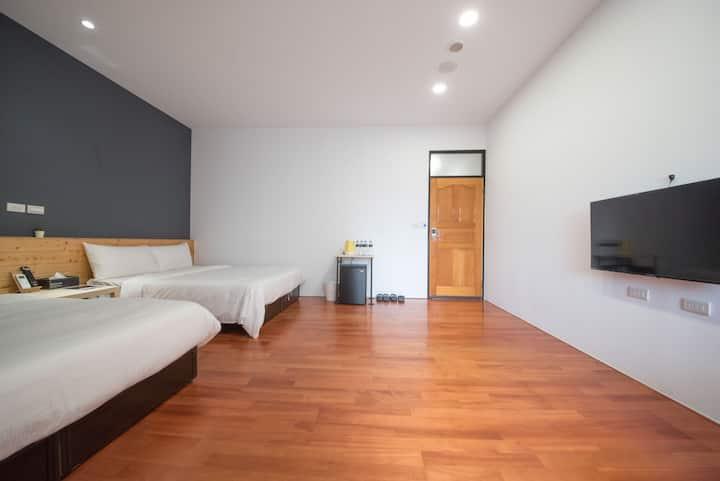 (Weekday discount-3 person) Cozy Quad Room 4F-501