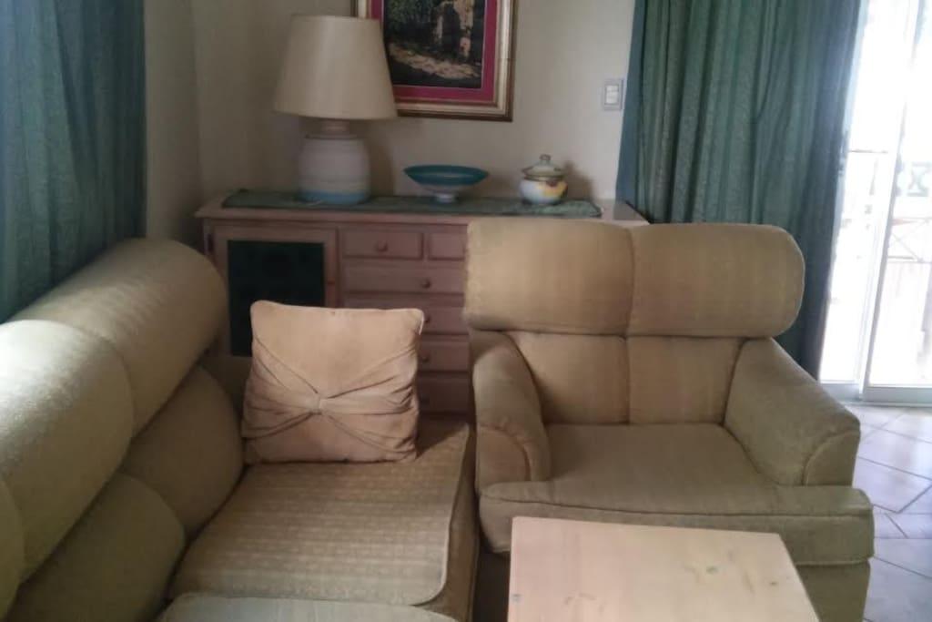 confortable muebles para ver tv o simplemente conversar