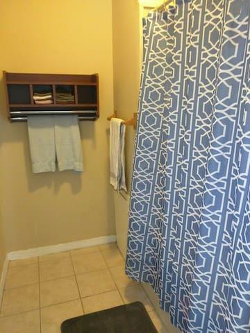 One bathroom has the tub/shower