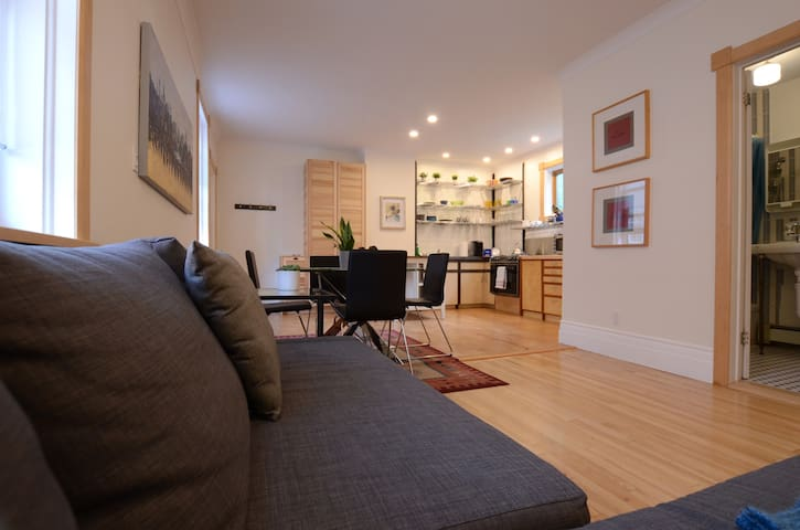 Charming Apartment in the Heart of Hintonburg