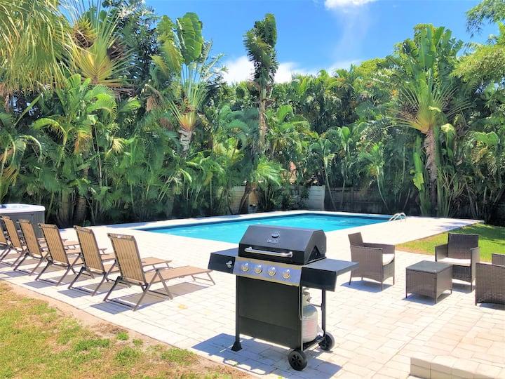 Luxurious Oasis! Large Home Heated  Pool & Jacuzzi