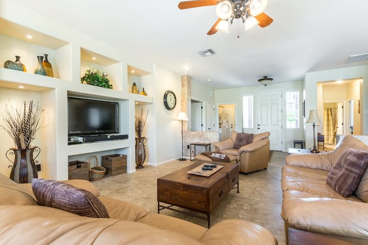 3BR 'Mesa Haven' on Prime Golf Lot w/Heated Pool