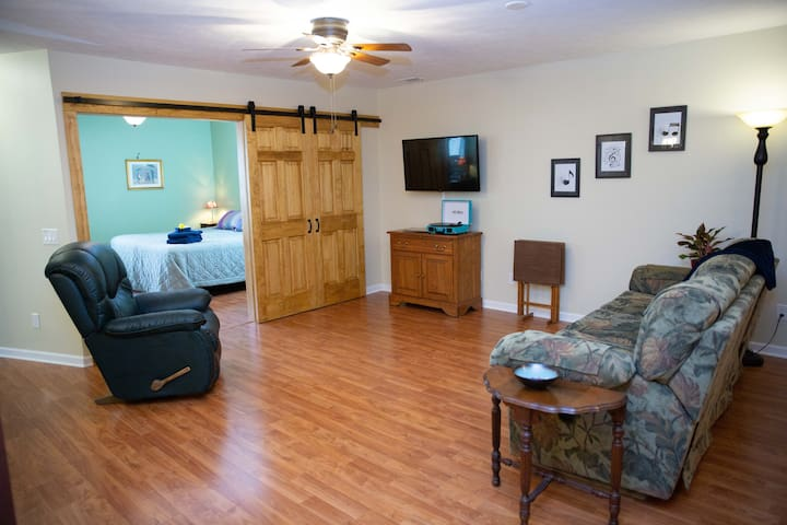 Suite Symphony - near Golf, Colleges & Outdoors