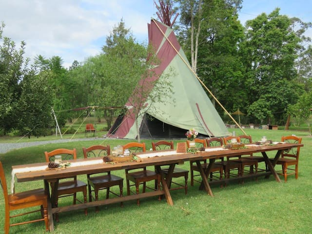 GROUP FARMSTAY near FORSTER - 10 Guests Included