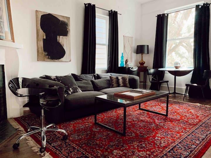 •Spacious Bohème Suite in Art District Victorian
